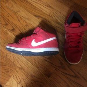 Nike Shoes - ❤️sale❤️Nike SB mid suede sneaker